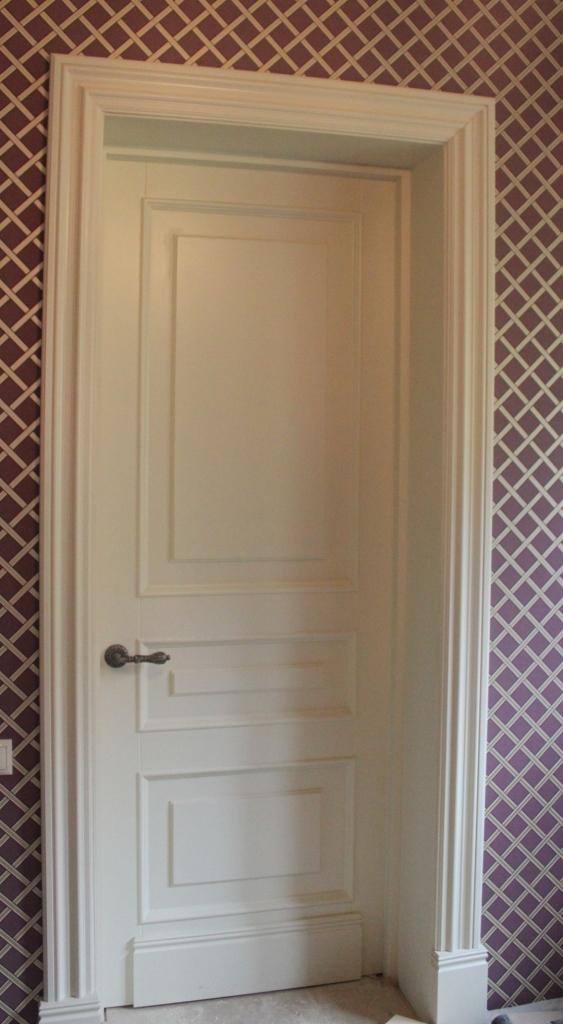 Белые двери классические из массива