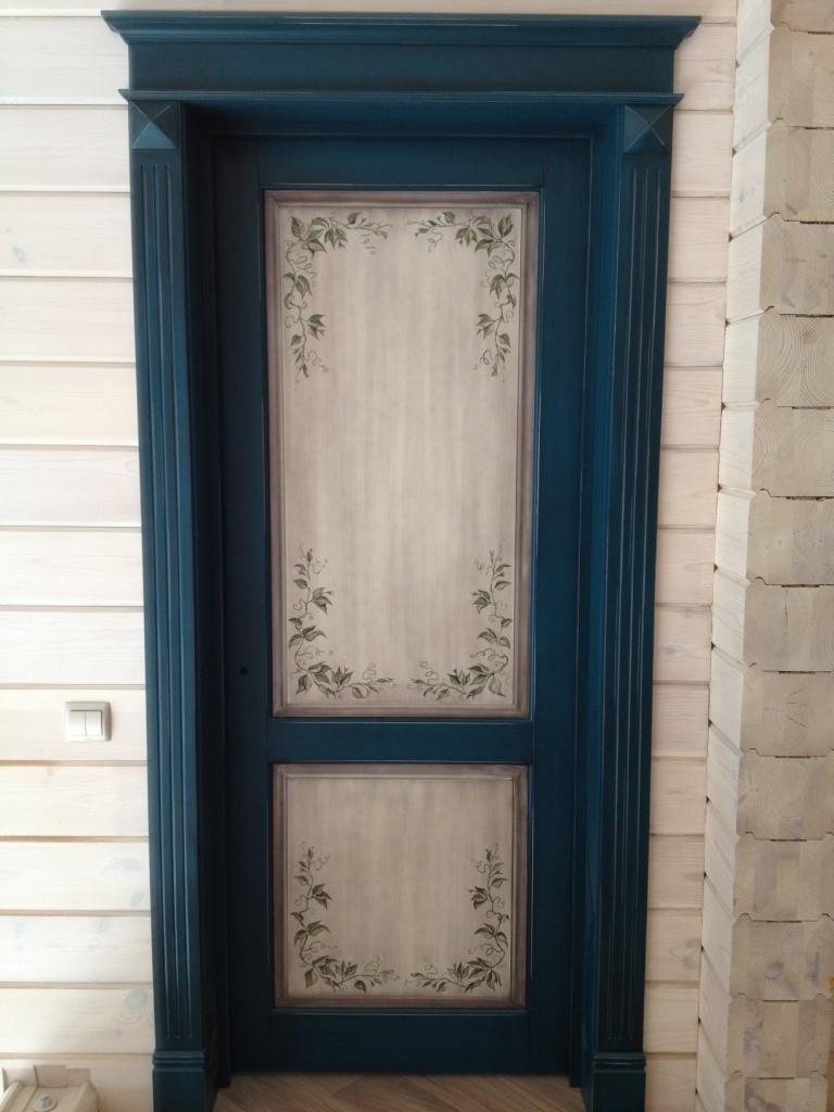 двери из массива с росписью