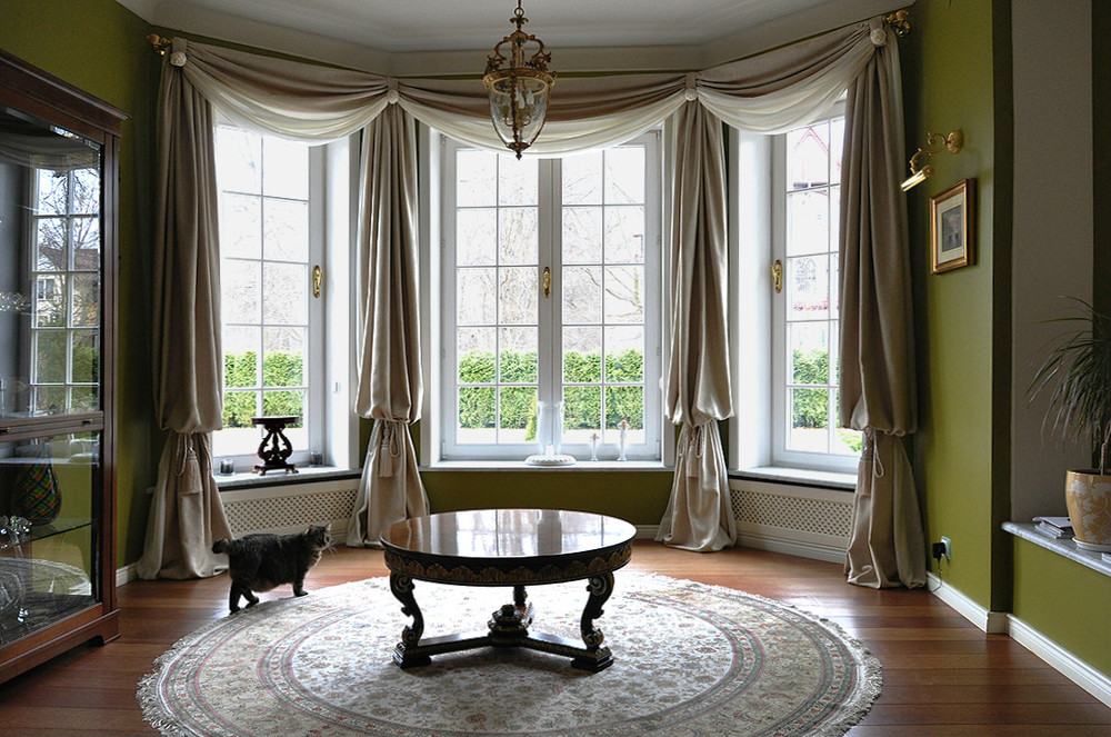 Шторы на арочные окна в классическом интерьере фото