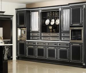 кухня Британика в черном цвете с отделкой серебром