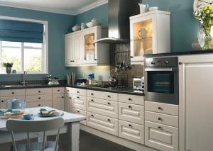 color_accents_in_white_kitchen26.jpg