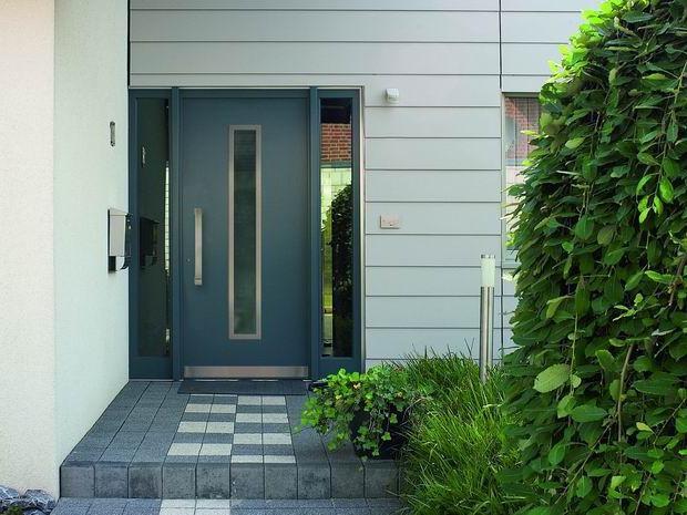 дверь металлическая входная черная минимализм