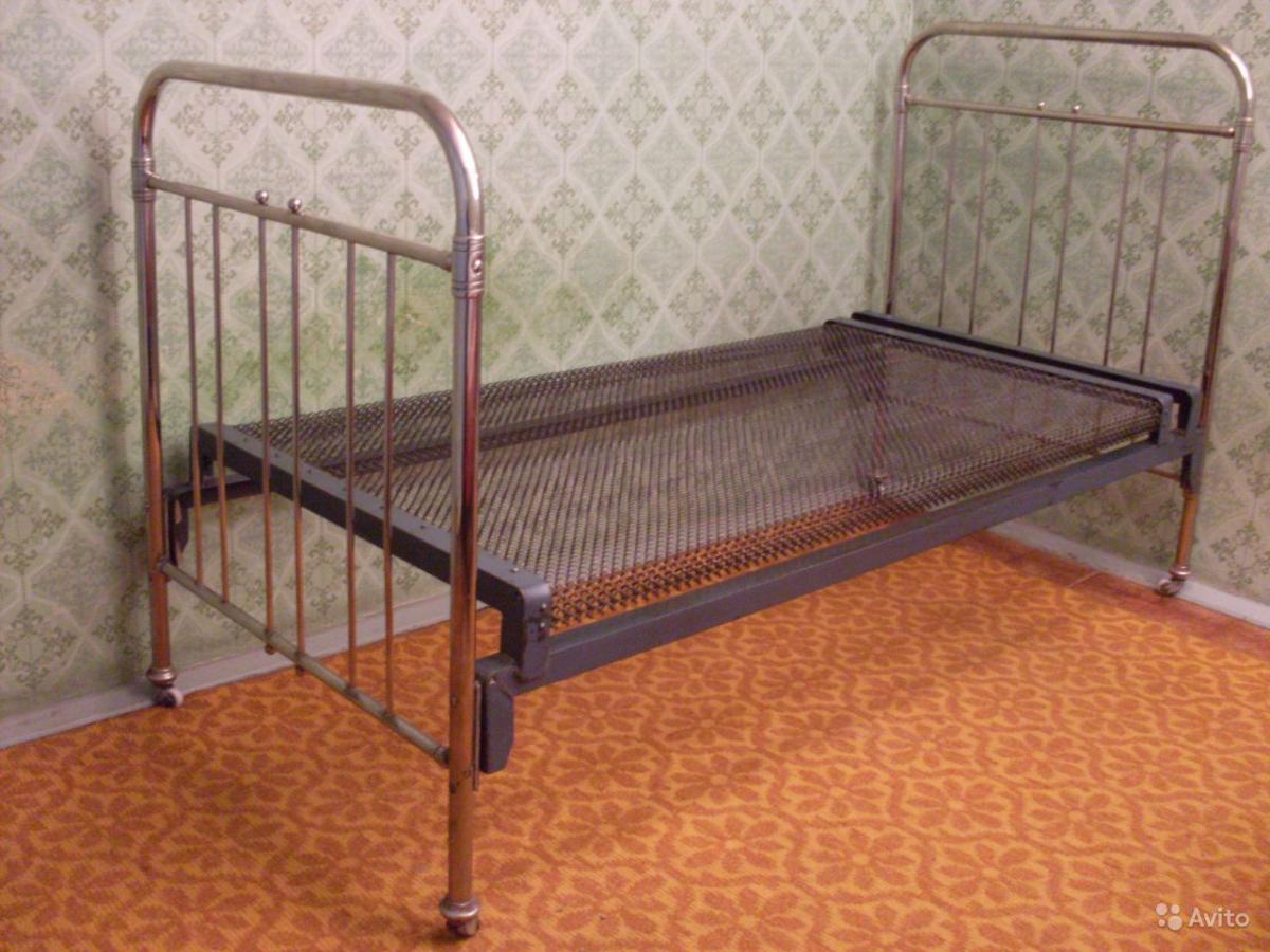 Кровать с панцирной сеткой фото