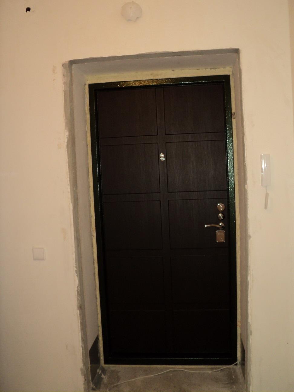 дверь входная цвета венге