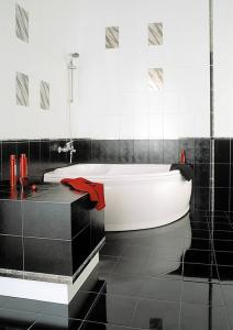 купить плитку для ванной комнаты.