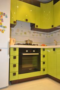 Дизайн кухни 11 кв.м с диваном