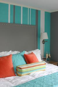 ...мягкий бирюзовый цвет, - пожалуй, спальня - самое подходящая...