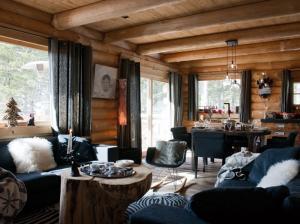 старинный стиль интерьера из дерева.