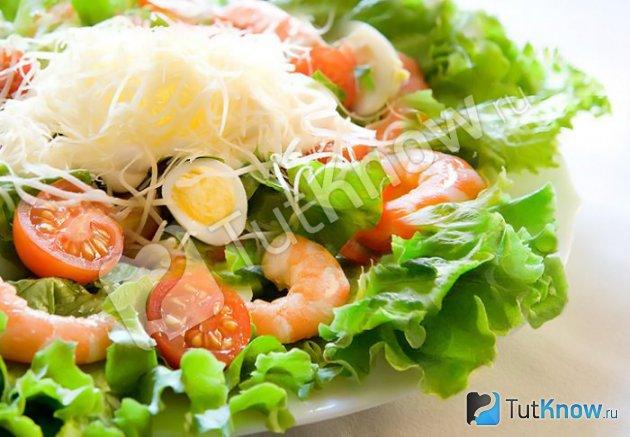 Простой салат с морепродуктами
