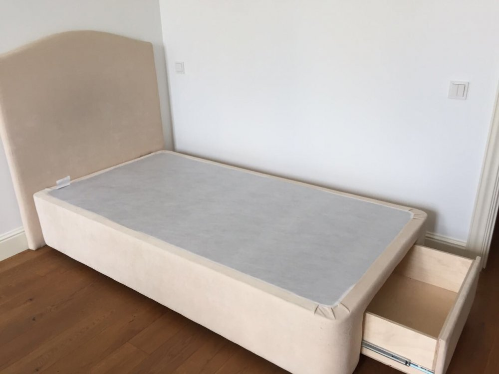 Кровать с мягки изголовьем-2