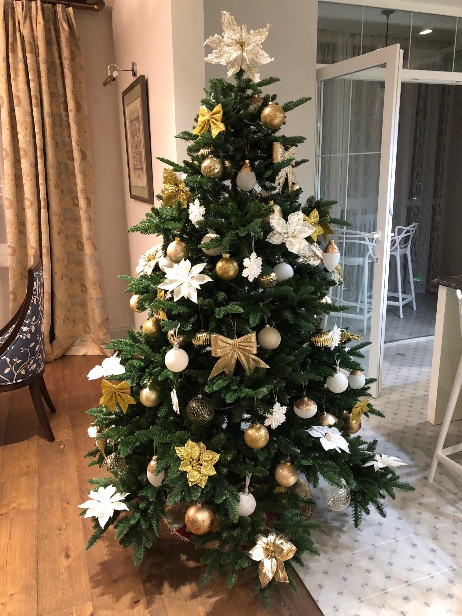 Украшение елки в золотом цвете фото