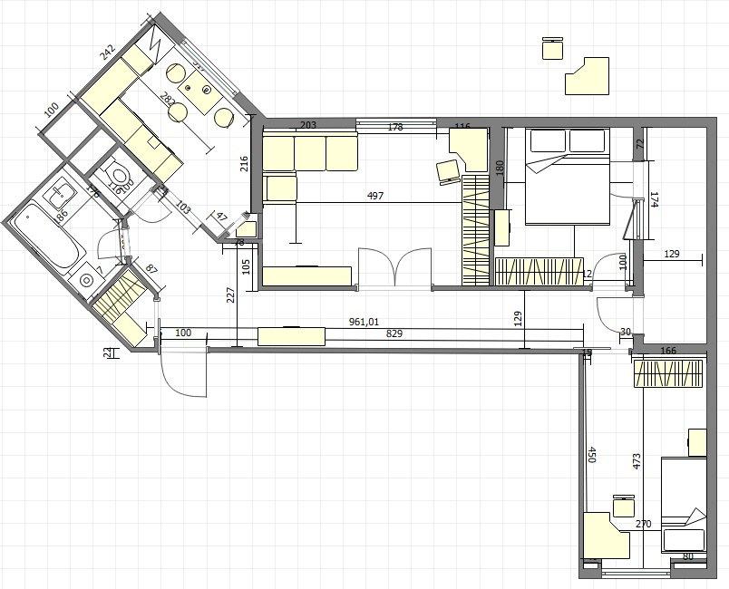 план гостинная с диваном вдоль окна, спальня дверь напротив детской.jpg