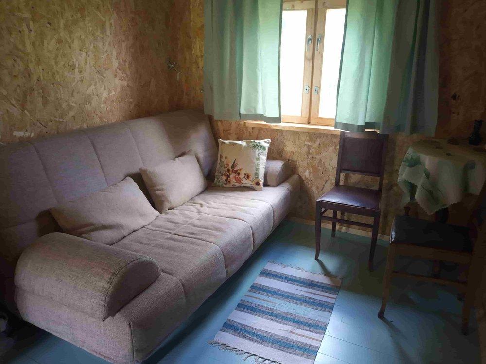 каким цветом покрасить стены в спальне в деревенском домике