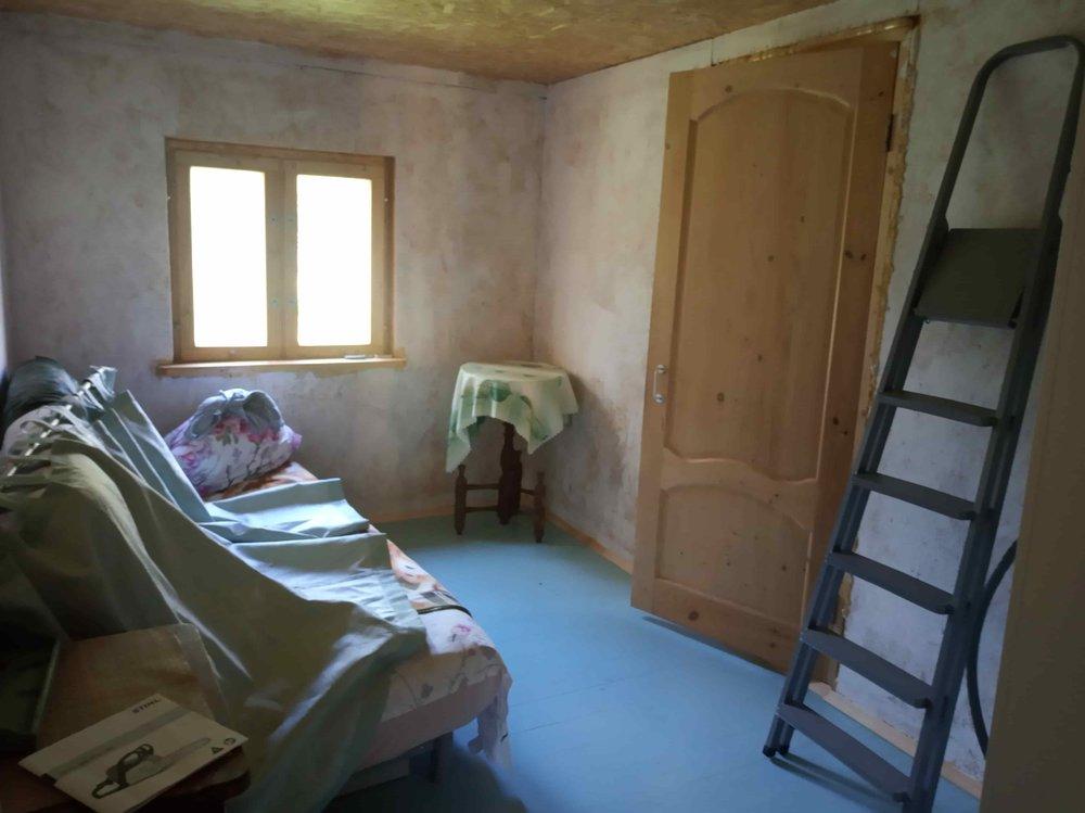 каким цветом покрасить стены в спальне в деревенском домике-2