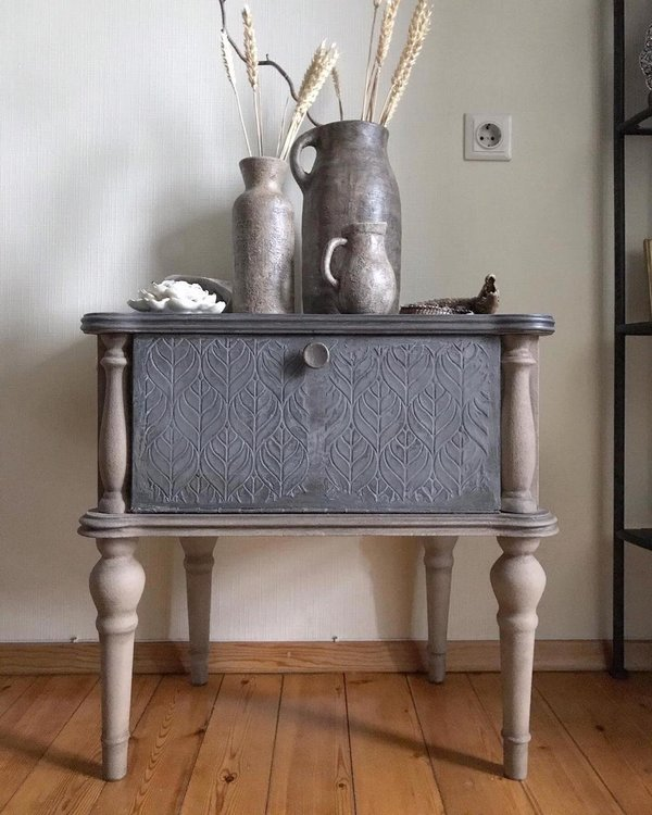 Декор мебели своими руками. Тумба с бетоном