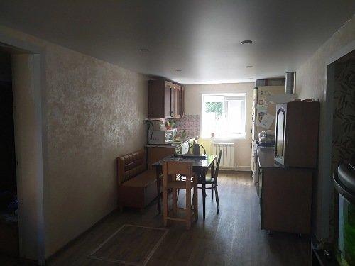 Расстановка мебели в проходной кухне-гостинной-2